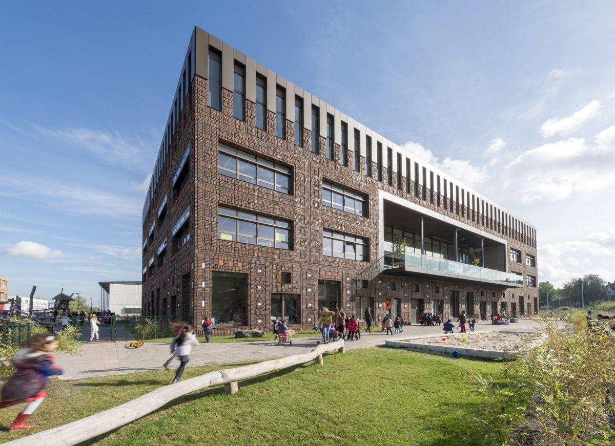 Marlies Rohmer, Houthaven, brede school, energieneutraal, Amsterdam, metselwerk, patroon, ornament, flexibel gebouw, Amsterdamse School architectuur