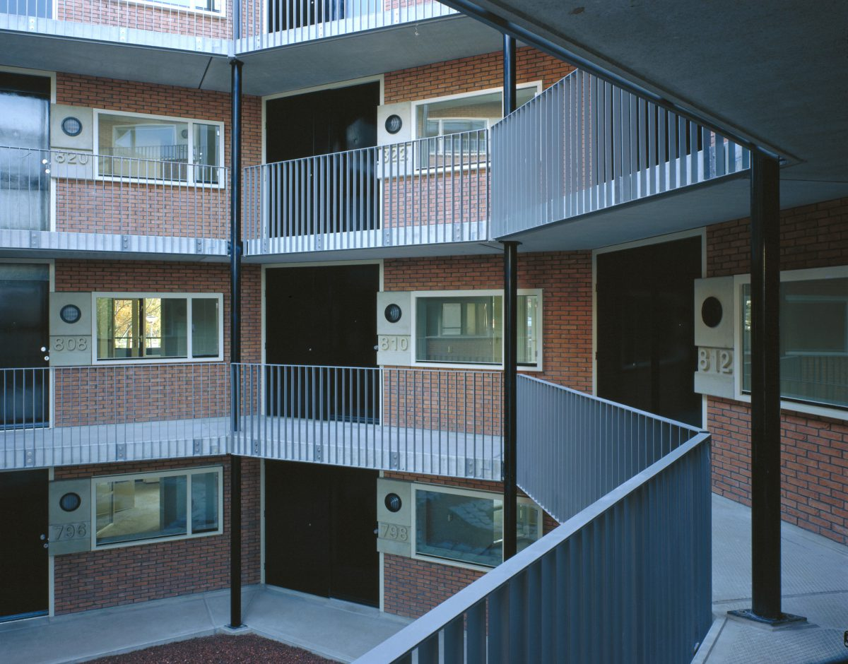 Marlies Rohmer, care-homes, homes for the elderly, Amerbos, Amsterdam-Noord, round, panorama dwellings, concrete, prefab, courtyard, meeting place