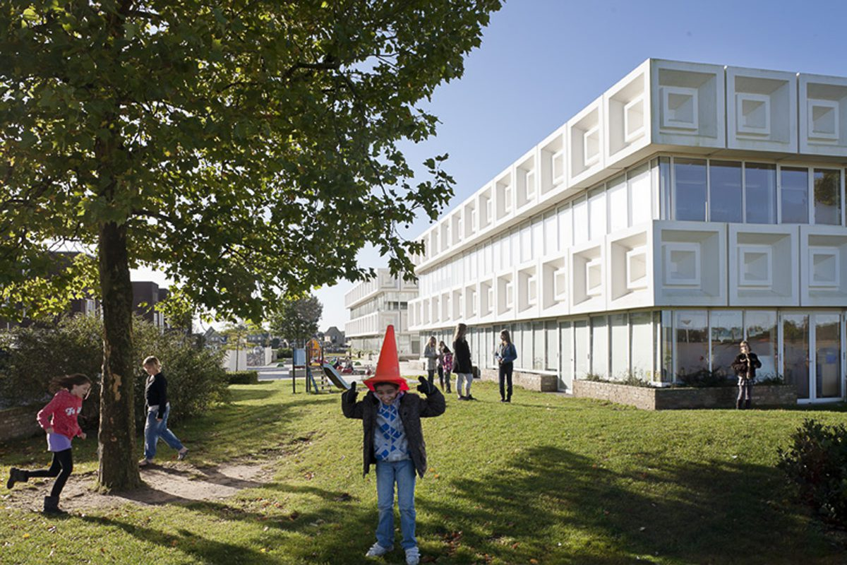 Marlies Rohmer, De Matrix, Brede school Hardenberg, gerecyclede kunststof, gevelpanelen, patroon, sportveld op het dak, flexibel gebouw, leerplein, baken in de wijk