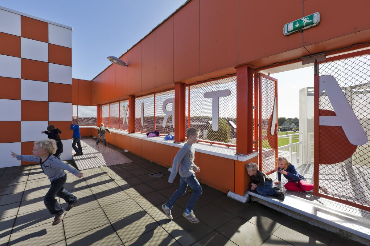 Marlies Rohmer, De Matrix, Brede school Hardenberg, recycled plastic, facade panels, pattern, sports on the roof, flexible building, learning plaza, landmark
