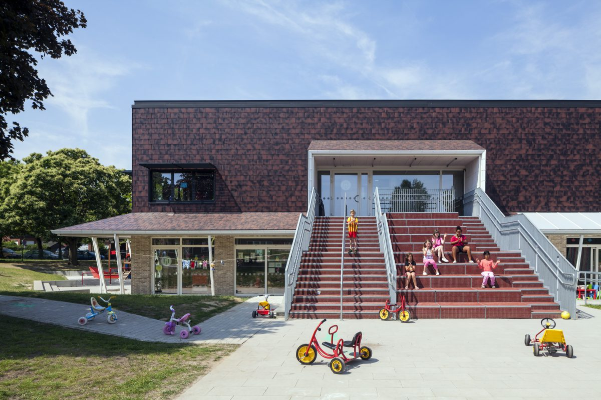 Marlies Rohmer, School, Edegem, België, basisonderwijs, veranda, leien, tribunetrap