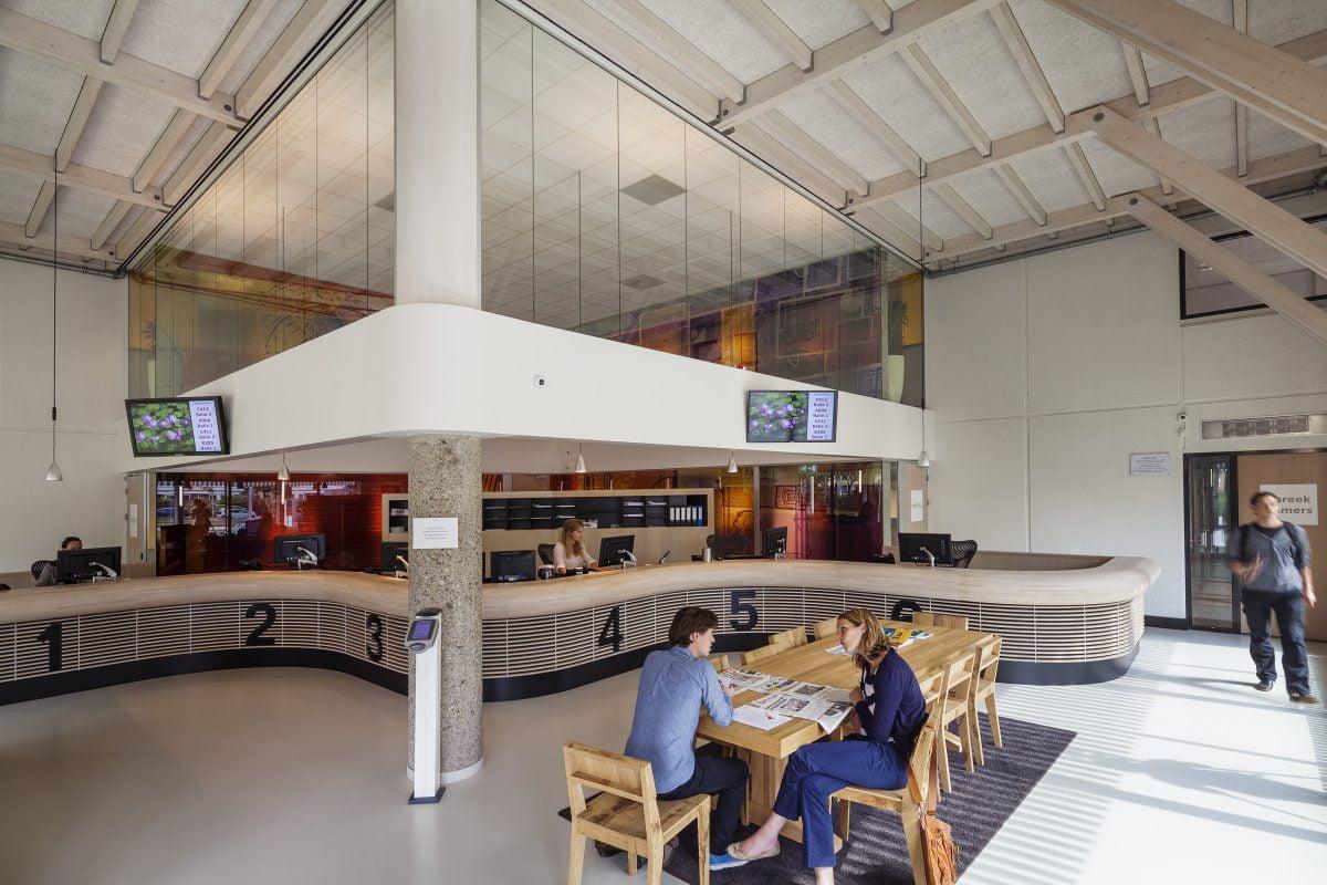 Marlies Rohmer, Mitros, transformatie, tachtiger jaren gebouw, hout, het nieuwe werken, wandafbeelding, Yvonne Kroese, balie, kantoor