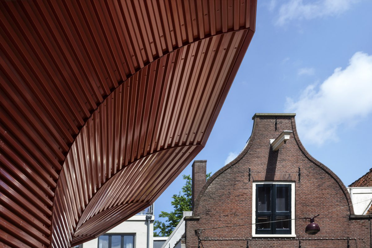 Marlies Rohmer, de Waag, Amsterdam, playground building, aluminum, prefab, round, benches, overhang