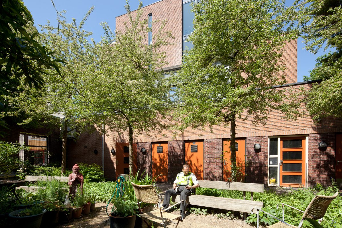 Marlies Rohmer, Keizersstraat, Nieuwmarktbuurt, Amsterdam, Residential building, police station, healthcare, masonry, sculptural, square, greenery, courtyard, sports