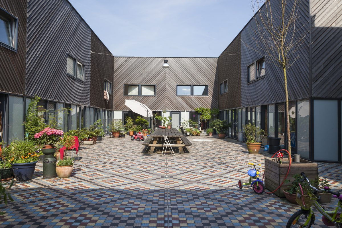 Marlies Rohmer, Borneo-island Amsterdam, patio, town houses, studios, masonry, wide sidewalk, meeting, tile pattern, outdoor room