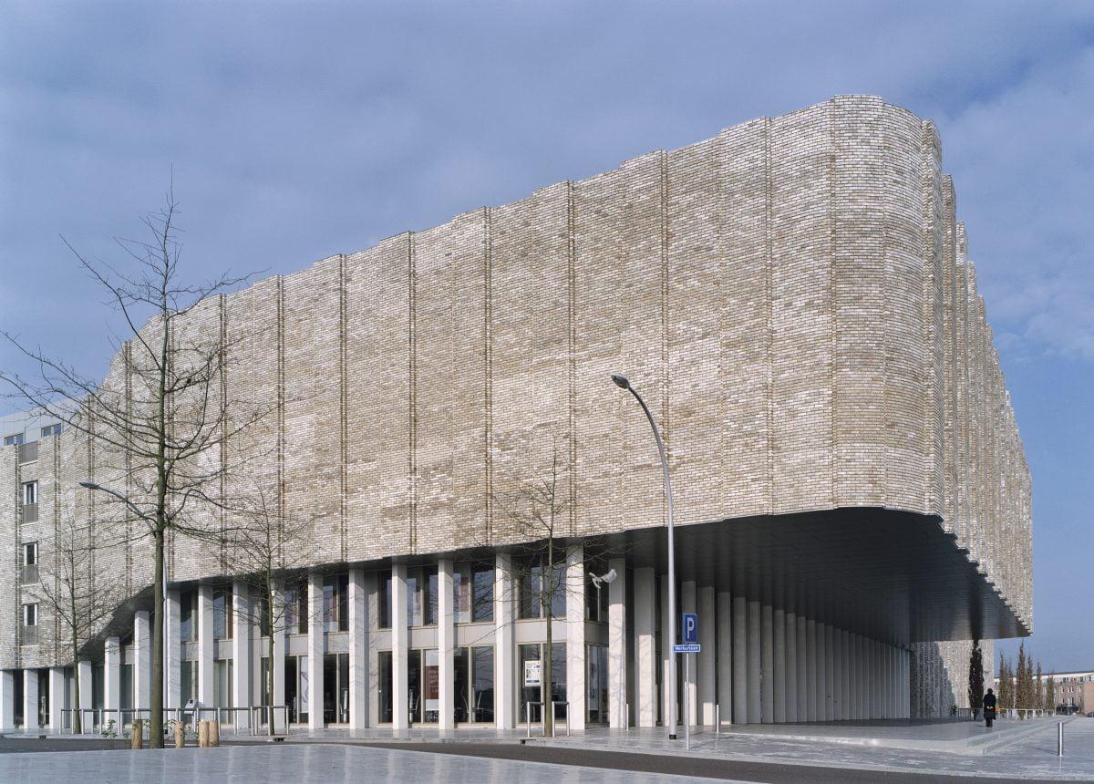 Marlies Rohmer, Bewegingshuis, Zwolle, golvend metselwerk, sportcomplex, NOC NSF, woningbouw