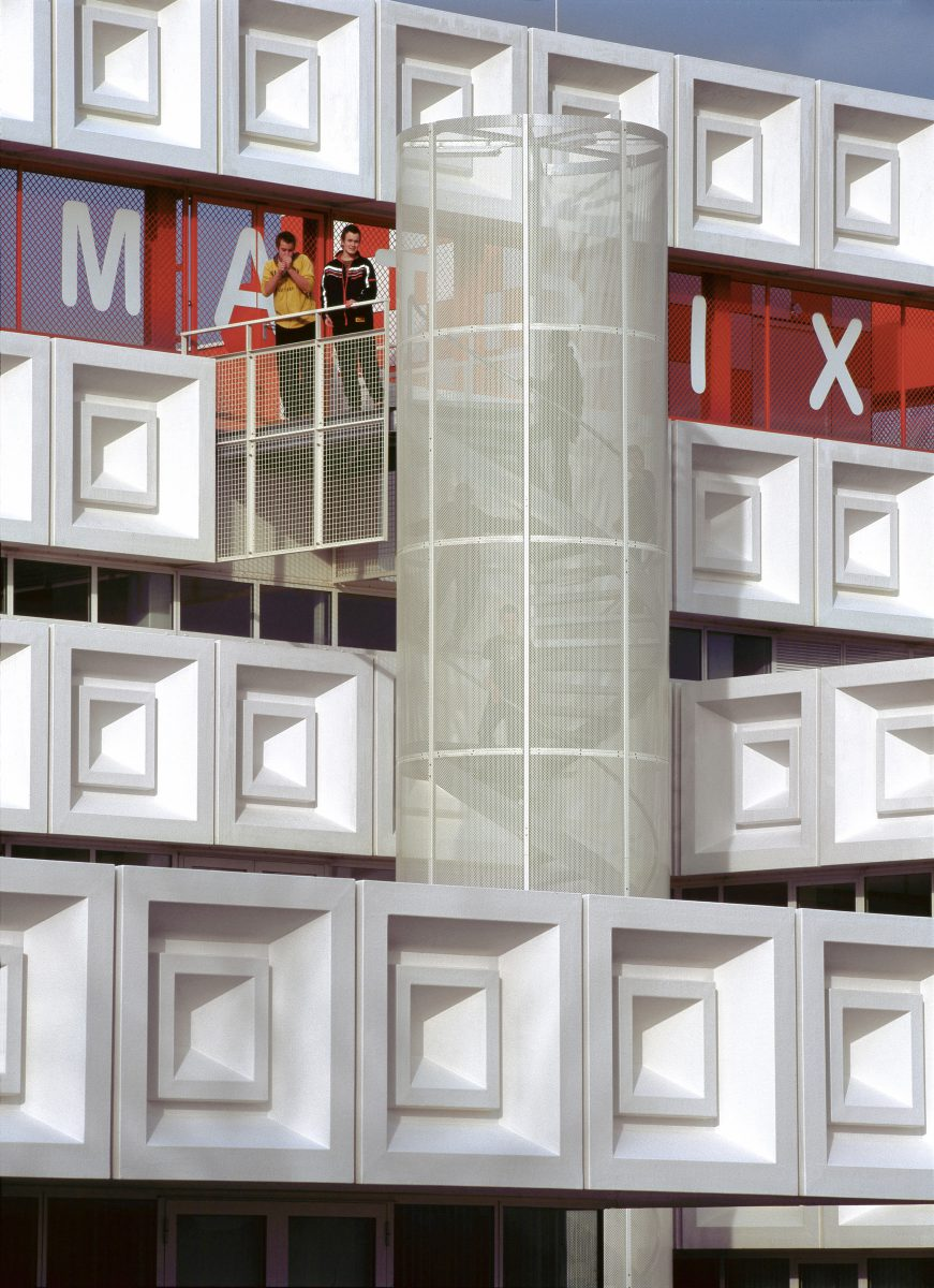 Marlies Rohmer, De Matrix, Brede school Hardenberg, recycled plastic, facade panels, pattern, sports on the roof, flexible building, learning plaza, landmark