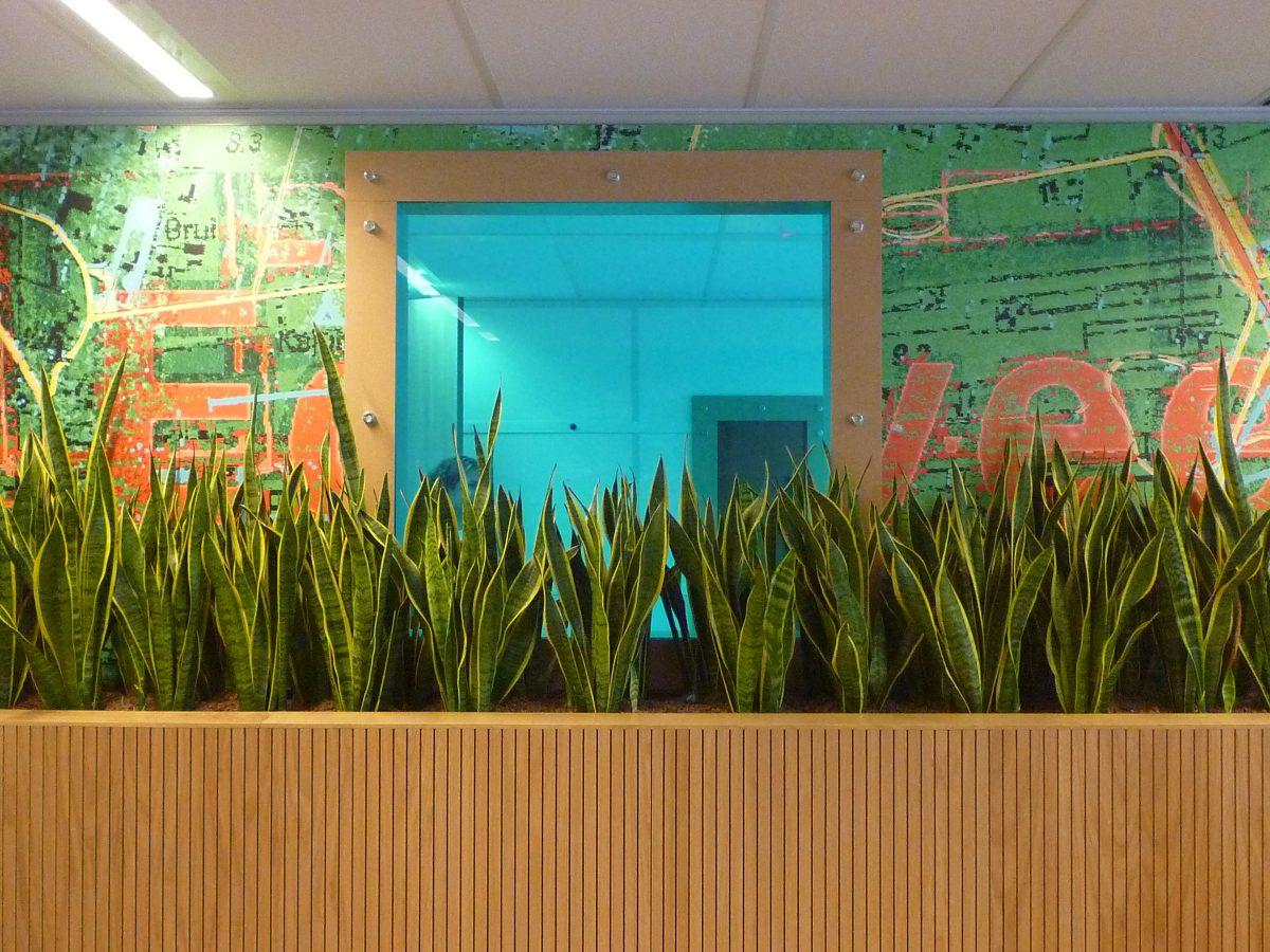 Marlies Rohmer, kantoor, transformatie, rijksoverheid, Utrecht, gekleurd glas, landkaarten, wandafbeelding, Yvonne Kroese