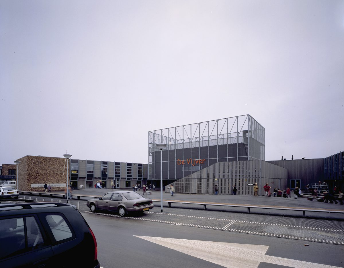 Marlies Rohmer, Community school, de Vijver, Wateringse field, The Hague, school for multiple complex handicapped children, sports tower, square, gymnasium