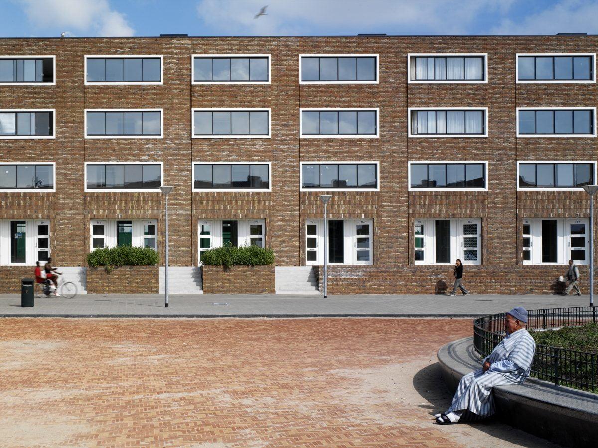 Marlies Rohmer, Stadswoningen, woningbouw, Transvaalbuurt Den Haag, metselwerk, verandagevoel, diverse culturen