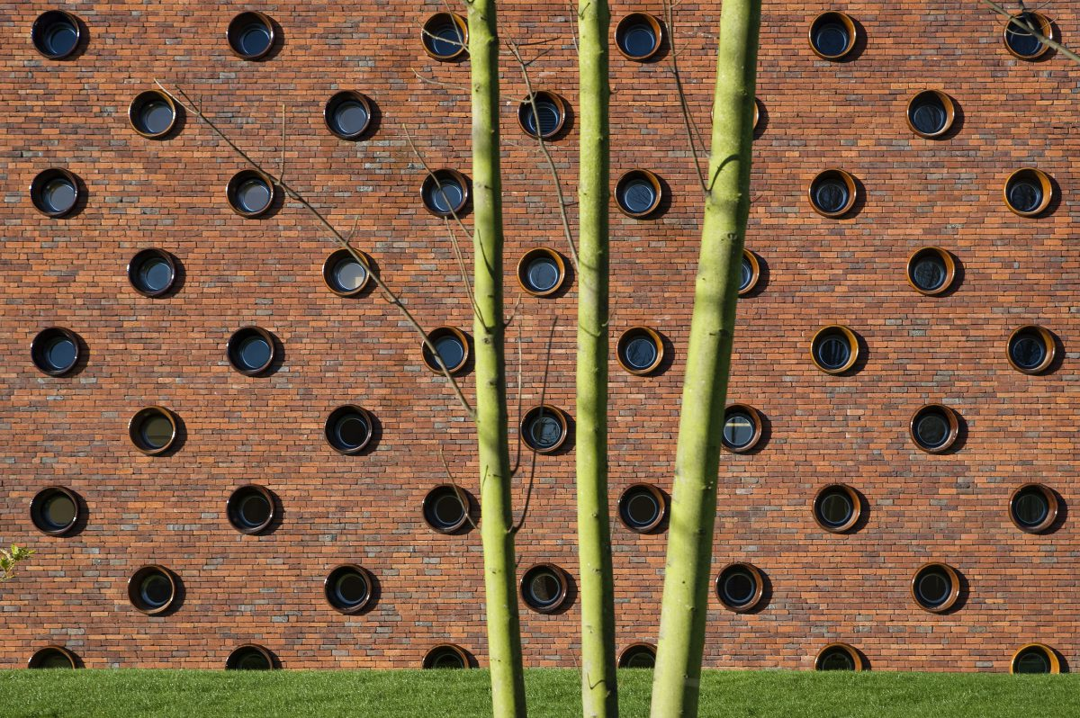 Marlies Rohmer care, Starfish, Noordwijk, sculpture, masonry, ceramic portholes, grandstand stairs
