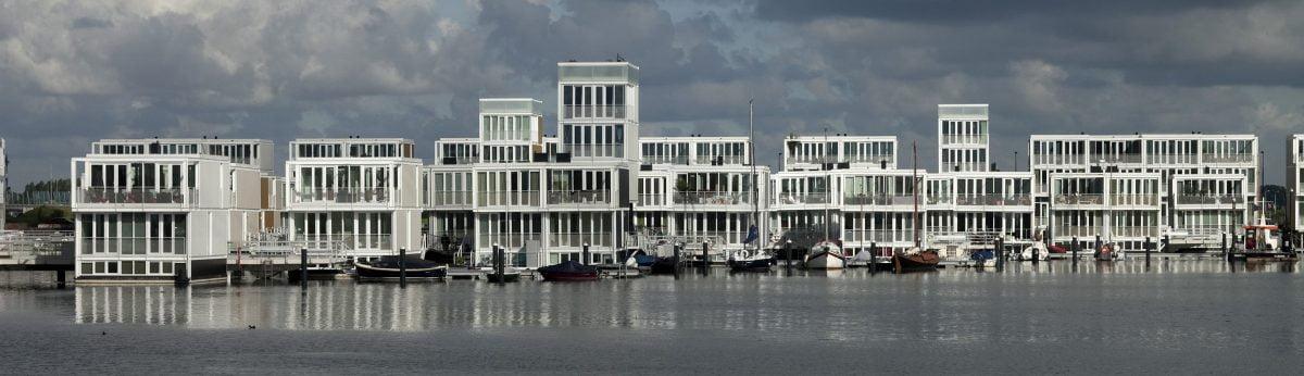 Waterwoningen, IJburg, Amsterdam, drijvende woningen, kunststof, vrijheid, water, zwemmen, prefab, transport over IJsselmeer, gebouw op werf